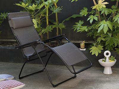 Which material to choose for weather-resistant garden furniture?
